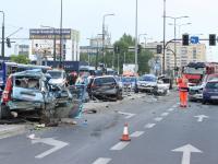Karambol na skrzyżowaniu w Krakowie. Tir staranował samochody. ZDJĘCIA
