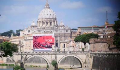 Reklama w Rzymie zasłania bazylikę, fot. Paola Taverna