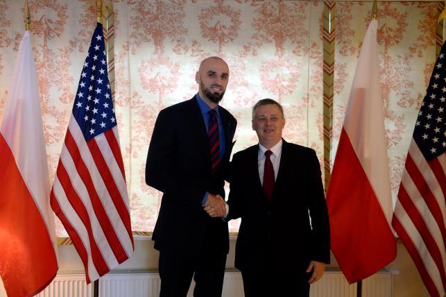 Marcin Gortat w rezydencji ambasadora USA odebrał zaszczytną nagrodę