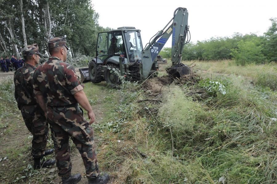Węgry rozpoczęły budowę muru na granicy z Serbią