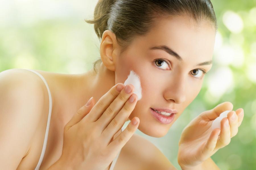 4. Mycie twarzy wodą wysoko zmineralizowaną poprawia jej stan