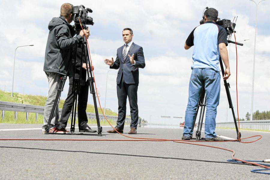Były minister transportu Sławomir Nowak podczas uroczystego otwarcia zjazdu z autostrady A2 na drogę S3 w czerwcu 2013 roku