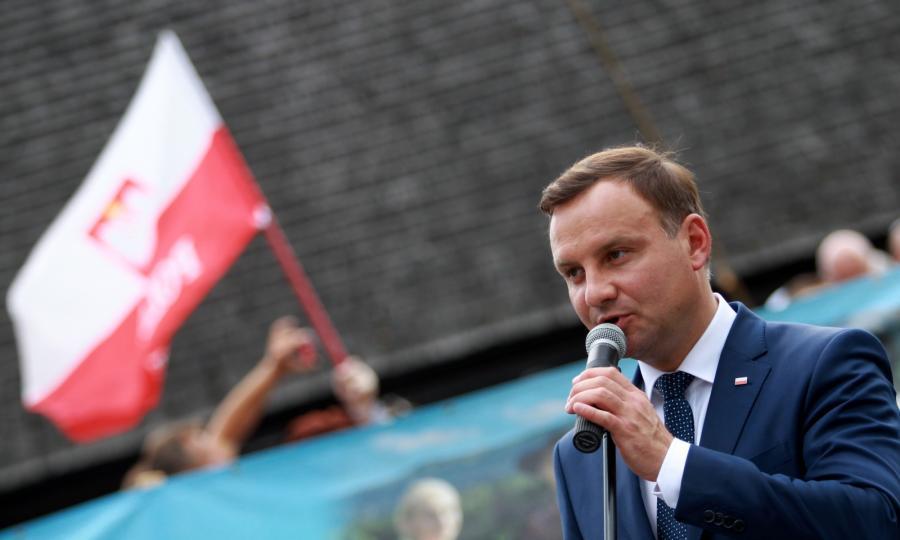 Prezydent Andrzej Duda przemawia podczas wizyty w Suchej Beskidzkiej