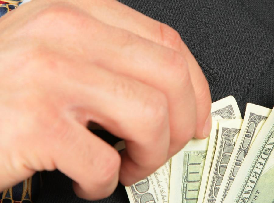Kieszonkowiec nie kradnie, a podrzuca pieniądze