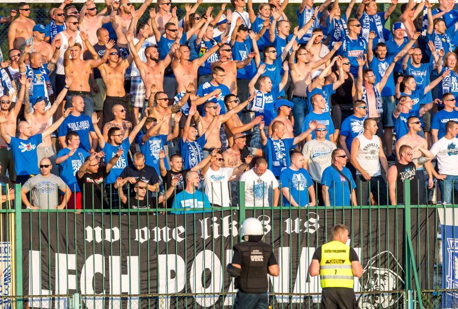 Kibice Lecha Poznań podczas meczu 1/16 finału piłkarskiego Pucharu Polski z Olimpią Grudziądz