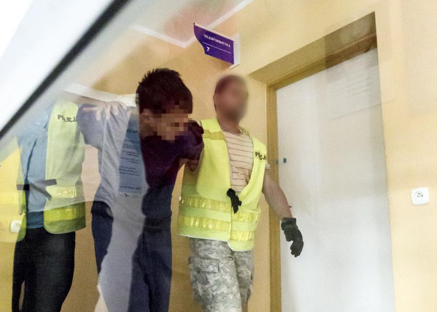 Samuel N., zabójca dziewczynki w Kamiennej Górze, doprowadzony na przesłuchanie