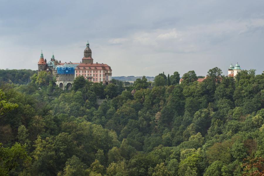 Na zdjęciu archiwalnym z 23.08.2015. widok na Zamek Książ w Wałbrzychu, trzeci co do wielkości zamek w Polsce