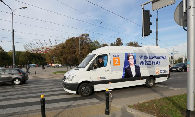 Nie busem, a Ewavanem pojedzie premier Kopacz w Polskę. Zobacz ZDJĘCIA