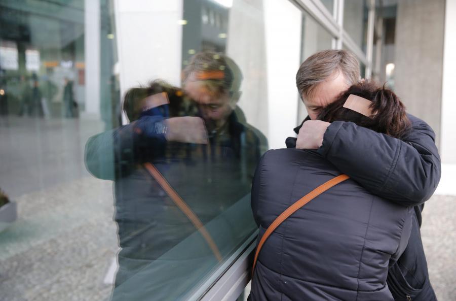Krewni ofiar na lotnisku w Moskwie