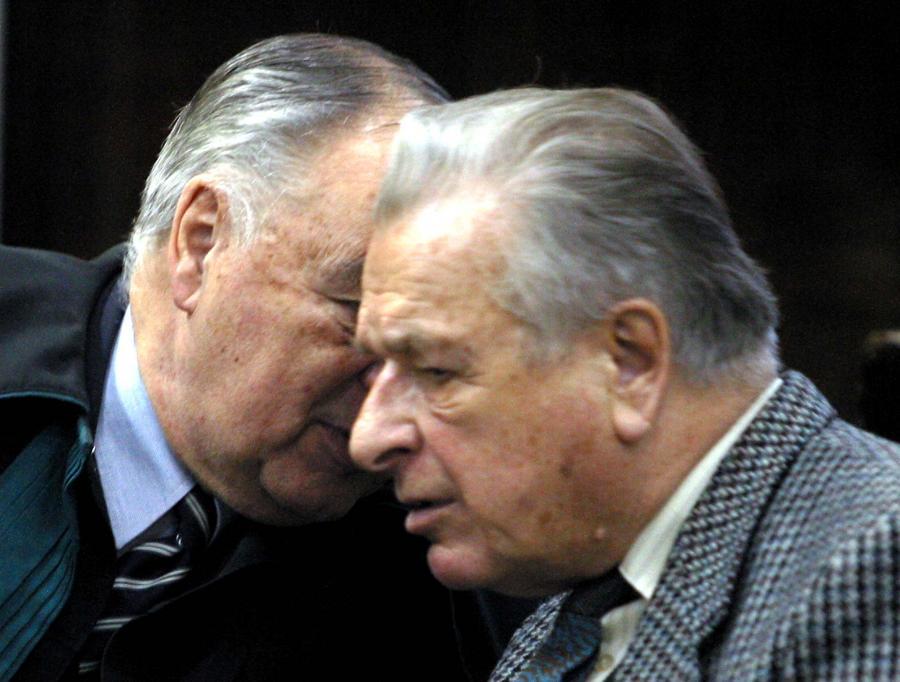 """Czesław Kiszczak w 2003 roku przed sądem, w procesie o przyczynienie się do śmierci 9 górników w czasie pacyfikacji kopalni """"Wujek"""" w 1981 roku"""