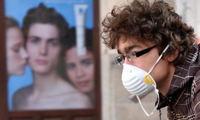 Wzrost stężenia trujących pyłów w powietrzu. \