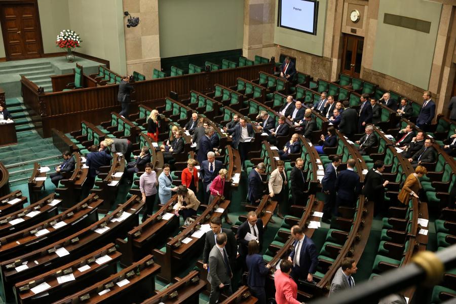 Opozycja wychodzi z sali sejmowej