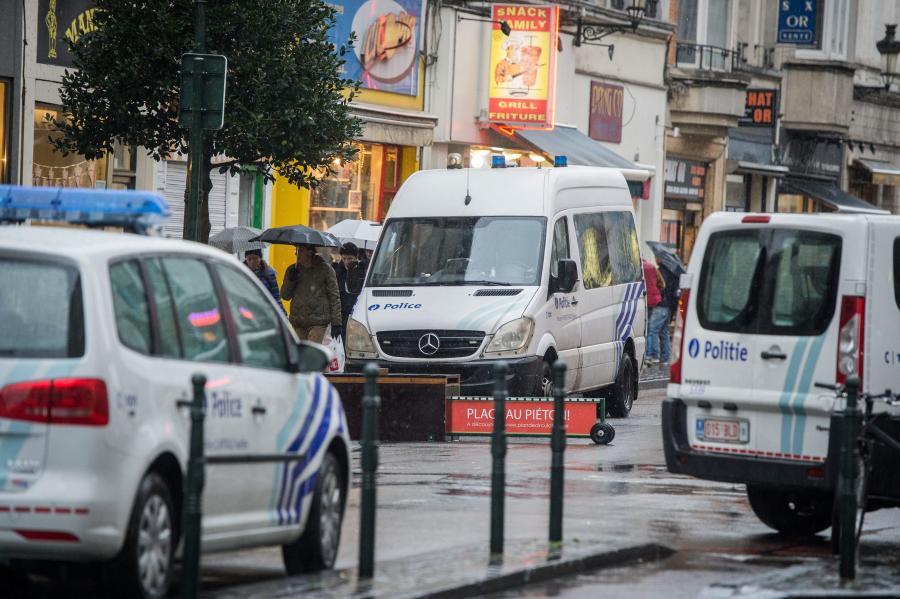 Policyjne furgonetki