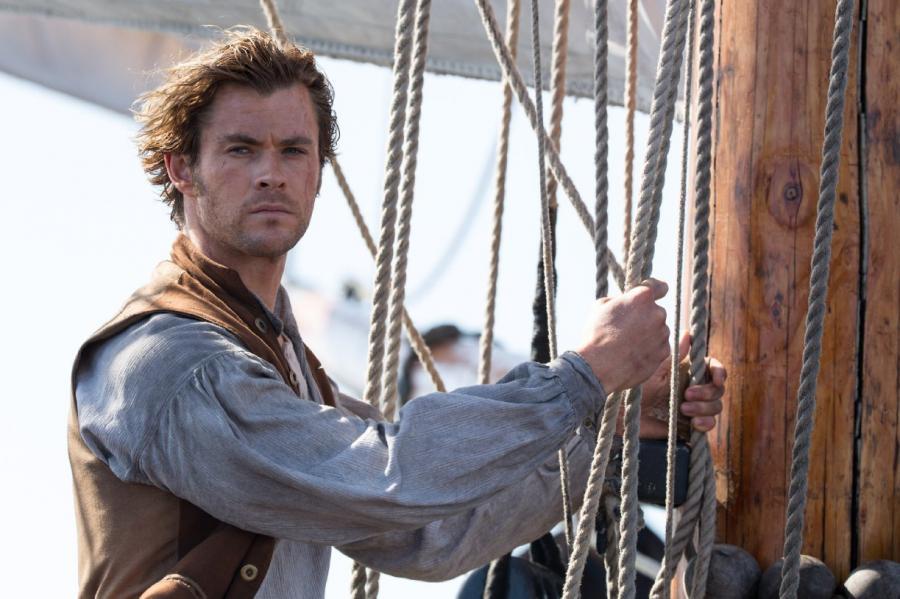 Chris Hemsworth mocno wychudzony w samym sercu morza