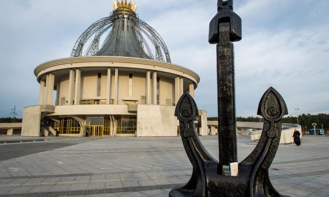 Kościół budowany przez fundację ojca Rydzyka po raz pierwszy otwarty dla zwiedzających. ZDJĘCIA ze świątyni