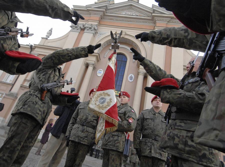 Zmasowany atak na polską armię