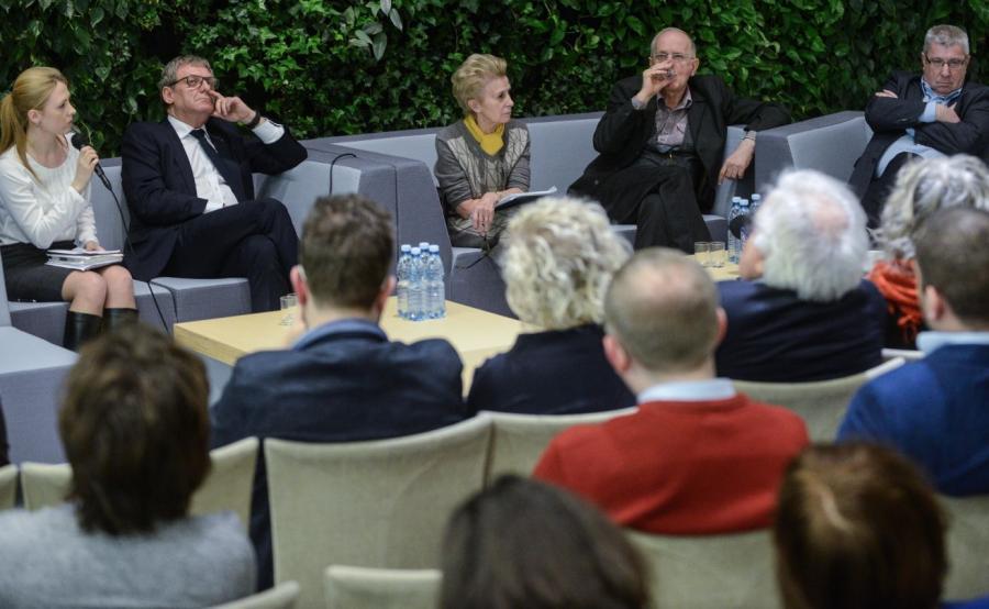 Od lewej: posłanka Kukiz\'15 Elżbieta Borowska, poseł partii Nowoczesna Grzegorz Furgo, posłanka PO Iwona Śledzińska-Katarasińska, wiceminister kultury Krzysztof Czabański, przewodniczący KRRiT Jan Dworak podczas debaty \