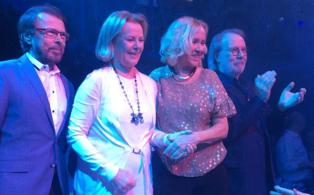 """ABBA znowu razem. Legendarna czwórka na otwarciu restauracji """"Mamma Mia: The Party"""""""