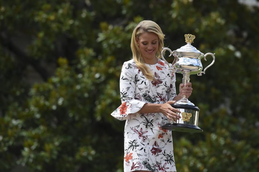Angelique Kerber pozowała z trofeum
