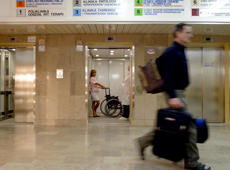 Brak lekarzy sparaliżuje... polskie sądy
