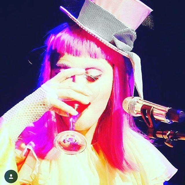 Madonna pijana na scenie?