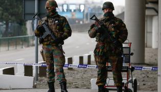 Belgijscy żołnierze niedaleko lotniska Zaventem