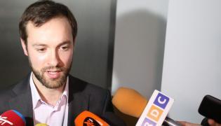 Marek Tatała rozmawia z dziennikarzami po ogłoszeniu wyroku w śródmiejskim Sądzie Rejonowym Warszawie