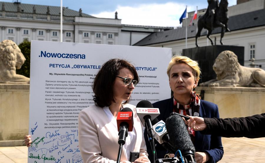Posłanki Nowoczesnej protestowały przed Sejmem