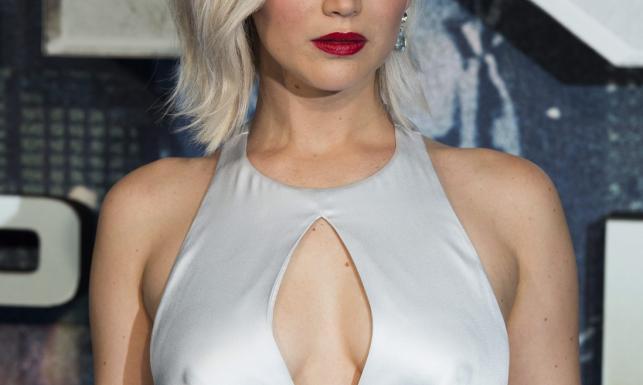 Seksbomba czy mutantka? Jennifer Lawrence jak ze Złotej Ery Hollywood [ZDJĘCIA]