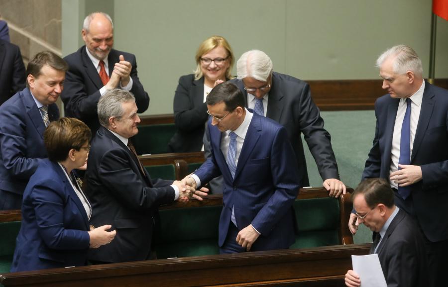 Mateusz Morawiecki wśród ministrów rządu PiS