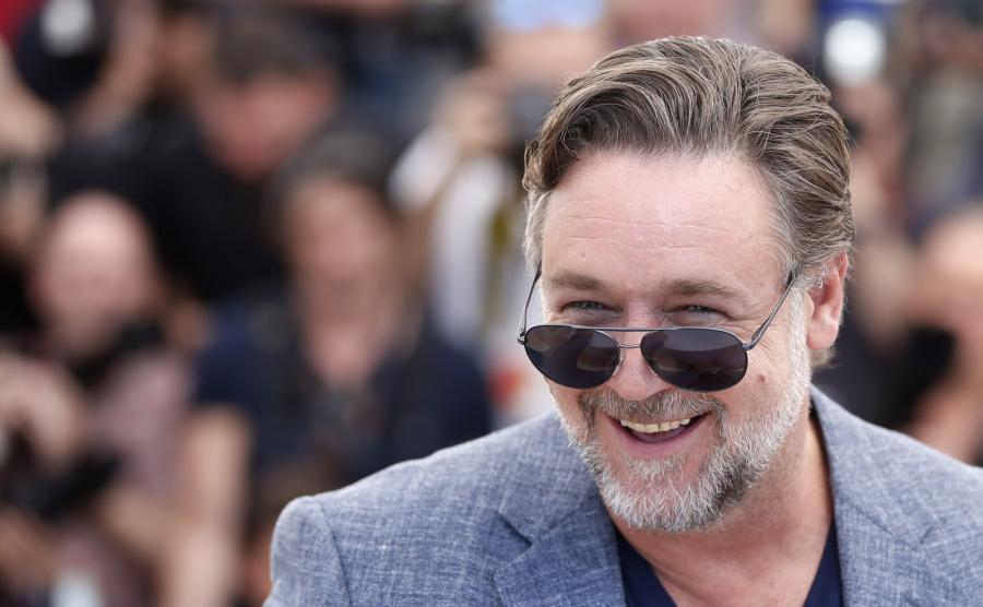 Russell Crowe rozbawiony na festiwalu w Cannes