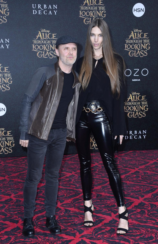 "Lars Ulrich i modelka Jessica Miller na premierze ""Alicji po drugiej stronie lustra"""