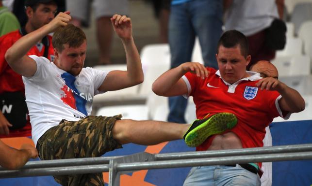 Skandal na stadionie w Marsylii. Rosyjscy chuligani zaatakowali angielskich kibiców. ZDJĘCIA