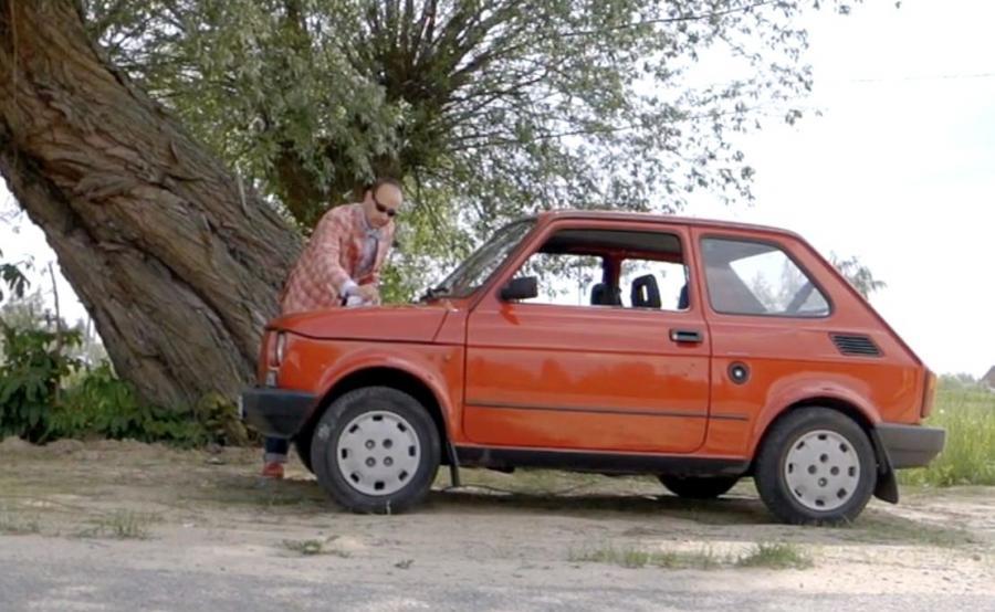 Daniel Gedacht i jego dyplomatyczny maluch - jedyny taki 126p w Polsce
