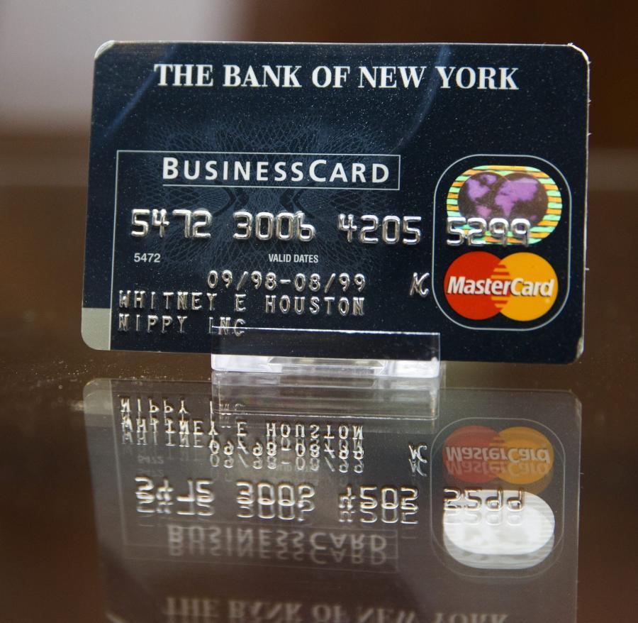 Karta kredytowa Whitney Houston na aukcji w Beverly Hills