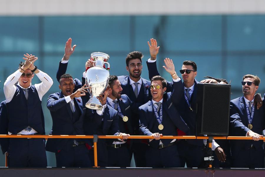 Mistrzowie Europy wrócili do domu. Portugalia powitała swoich bohaterów