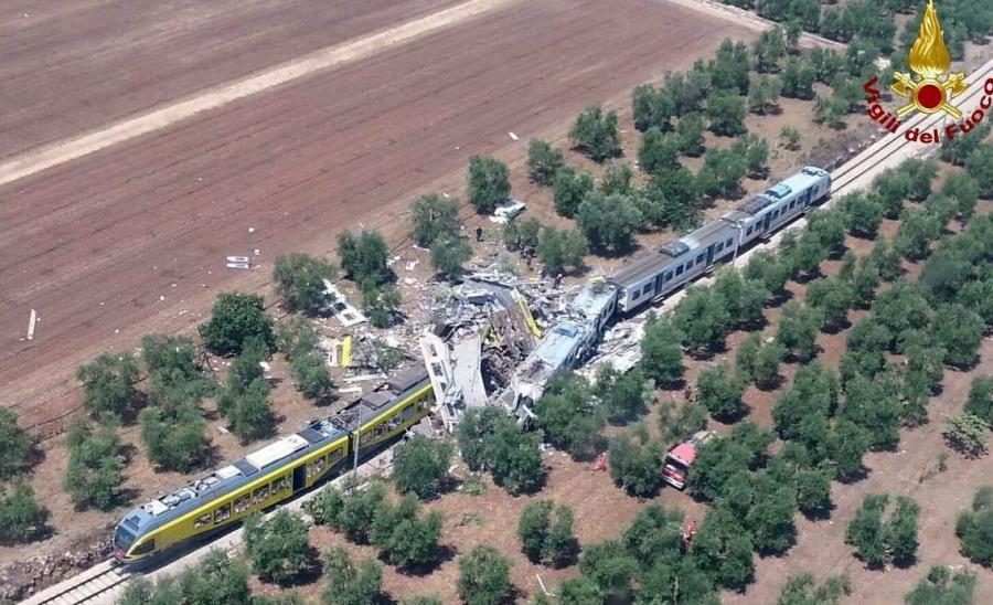 Czołowe zderzenie pociągów