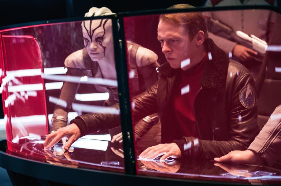 """Kadr z filmu """"Star Trek: W nieznane"""" / (c) Paramount Pictures"""