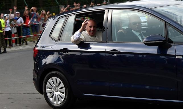 Papież tani jak Franciszek. Maybacha u niego nie wypatrzysz. Prędzej golfa czy fiata 500