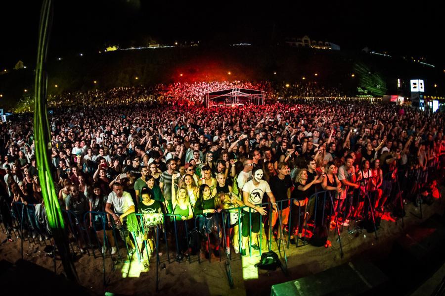 Tak się bawi publiczność na festiwalu Audioriver 2016 / fot. Audioriver