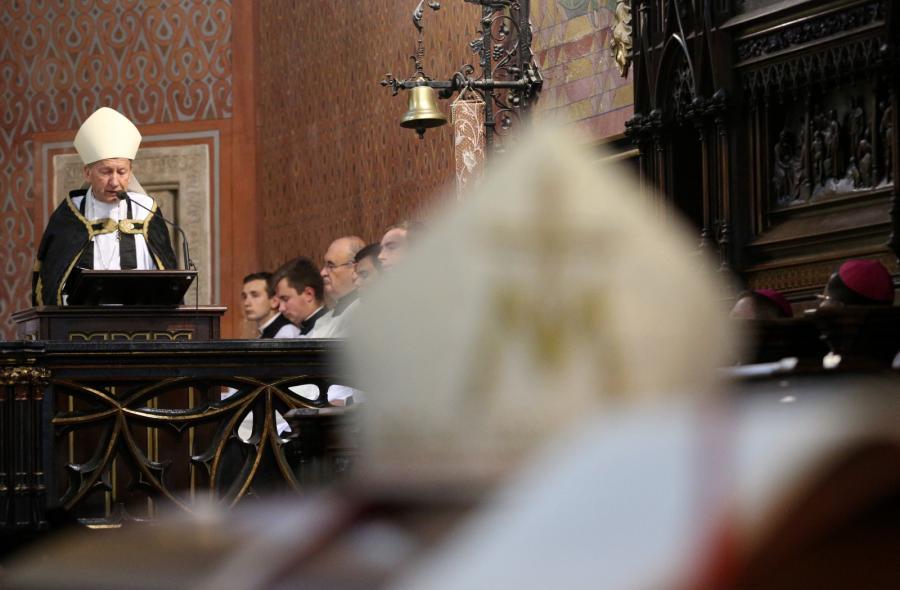 Biskup senior archidiecezji krakowskiej Jan Zając w bazylice św. Franciszka z Asyżu, gdzie 3 sierpnia odbywały się nieszpory za zmarłego kard. Franciszka Macharskiego