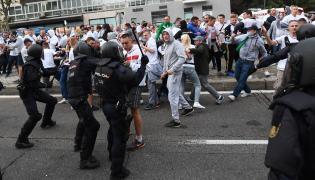 Starcie kibiców Legii Warszawa z policją w okolicy stadionu Santiago Bernabéu