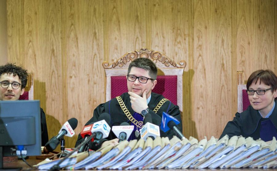 Sędzia Wojciech Łączewski ogłasza wyrok ws. \