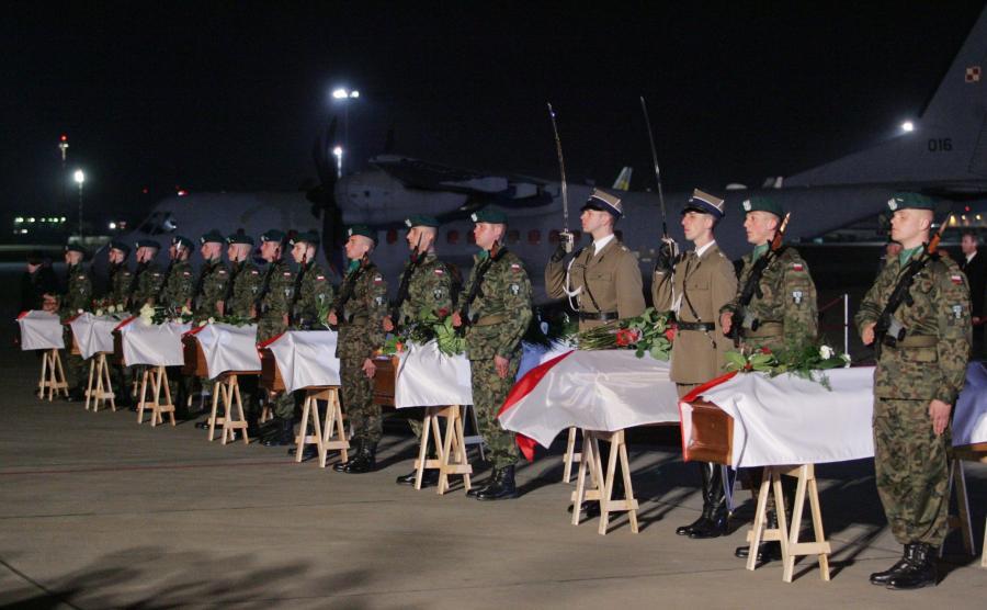 Trumny ofiar katastrofy smoleńskiej