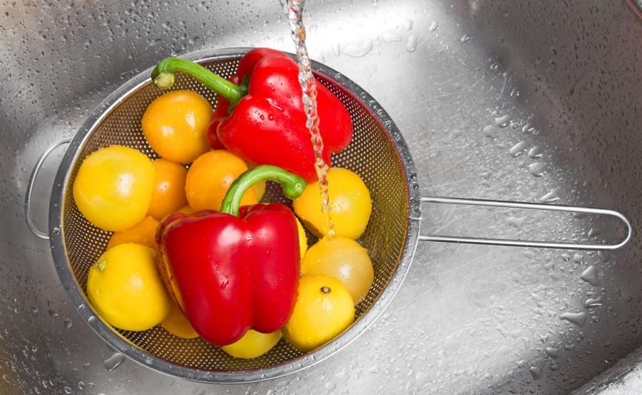 Mycie warzyw i owoców