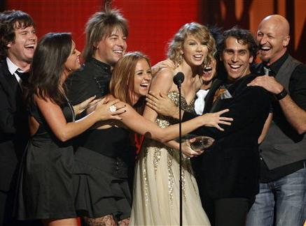 Swift najmłodszą Artystką Country Roku