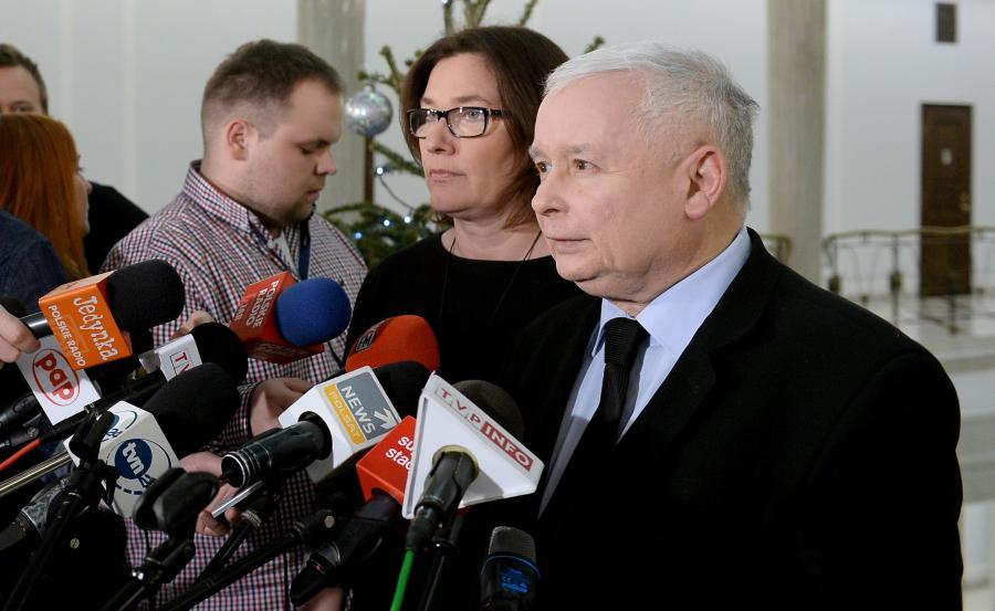 Prezes PIS Jarosław Kaczyński (P) i rzeczniczka klubu Beata Mazurek