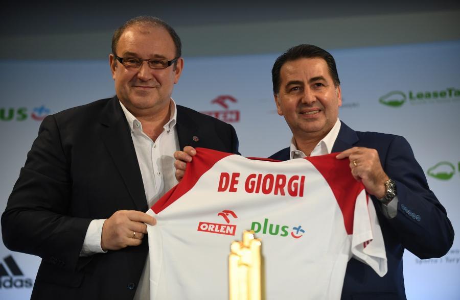 Prezes Polskiego Związku Piłki Siatkowej Jacek Kasprzyk (L) i Włoch Ferdinando De Giorgi (P)