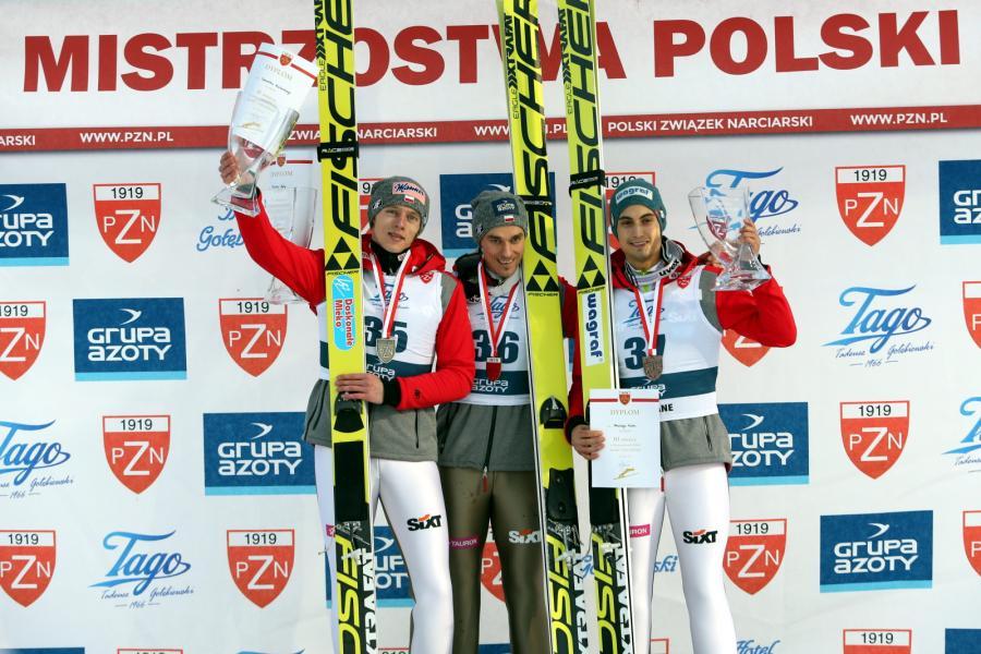 Od lewej: Dawid Kubacki - drugie miejsce, zwycięzca Piotr Żyła oraz Maciej Kot, który uplasował się na trzeciej pozycji
