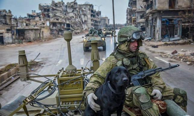 Najpierw bombardowali, teraz oczyszczają. Propagandowe zdjęcia rosyjskiego MON z ruin Aleppo